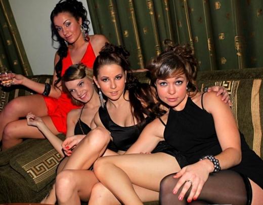 Jaungada ballīte. 12 meitenes pēc universitātes lekcijām sarīko krāšņas orģijas ar klasesbiedriem. 2.daļa
