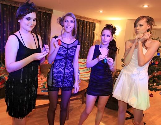 Jaungada ballīte. 12 meitenes pēc universitātes lekcijām sarīko krāšņas orģijas ar klasesbiedriem. 3.daļa